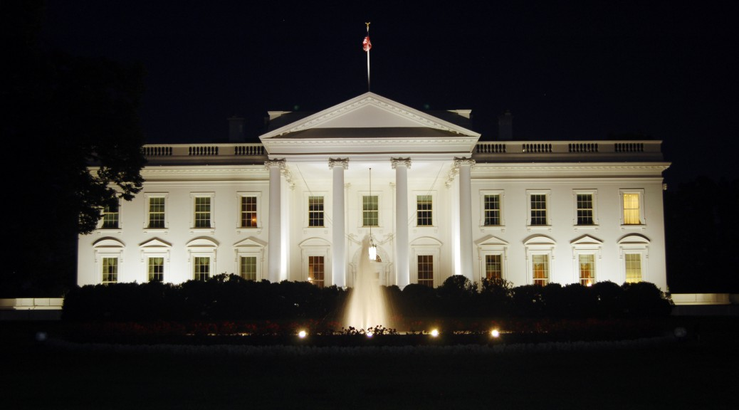 The_White_House_at_night,_2011